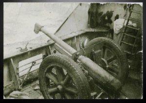 Février 1941 : Le canon de 75 sur le S/S Fort Lamy, en route vers l'Erythrée