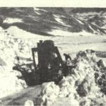 Le bull-dozer chasse la neige