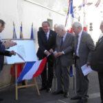 Dévoilement de la plaque par les élus et représentants de la Fondation de la France Libre