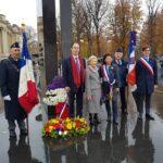 fin de la cérémonie à la statue de Général de Gaulle avec les élus du 8 ardt